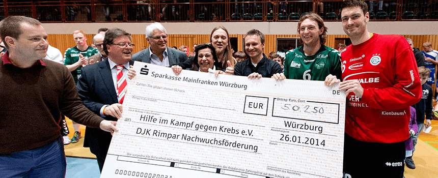 HandyGames Charity Day The big Check